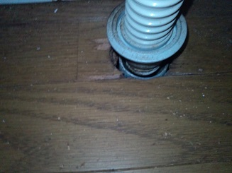 洗面台の下を外してみたところ